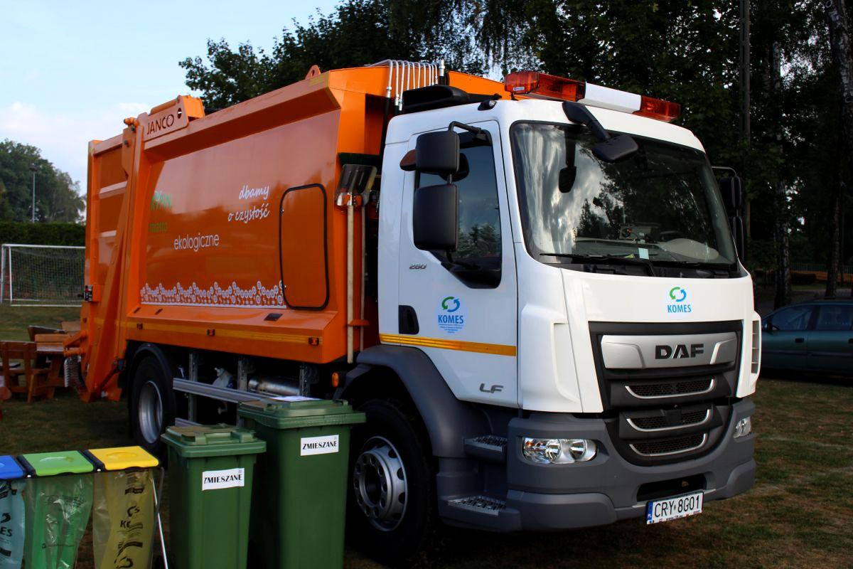 pojazd specjalistyczny typu śmieciarka o pojemności 16 m3